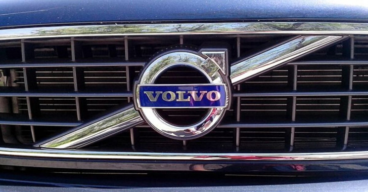 Volvo Recalls 54,000 Cars After a Driver Dies Due To Airbag Shrapnel
