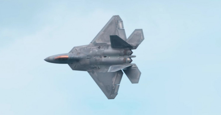 Captivating Super-Zoom Slow Motion 4K Footage of Fighter Jets and Airshow