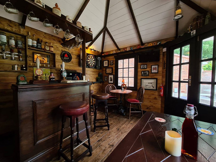 Fed up With the Lockdown, Couple Builds Fantastic Mini Pub in Their Back Yard