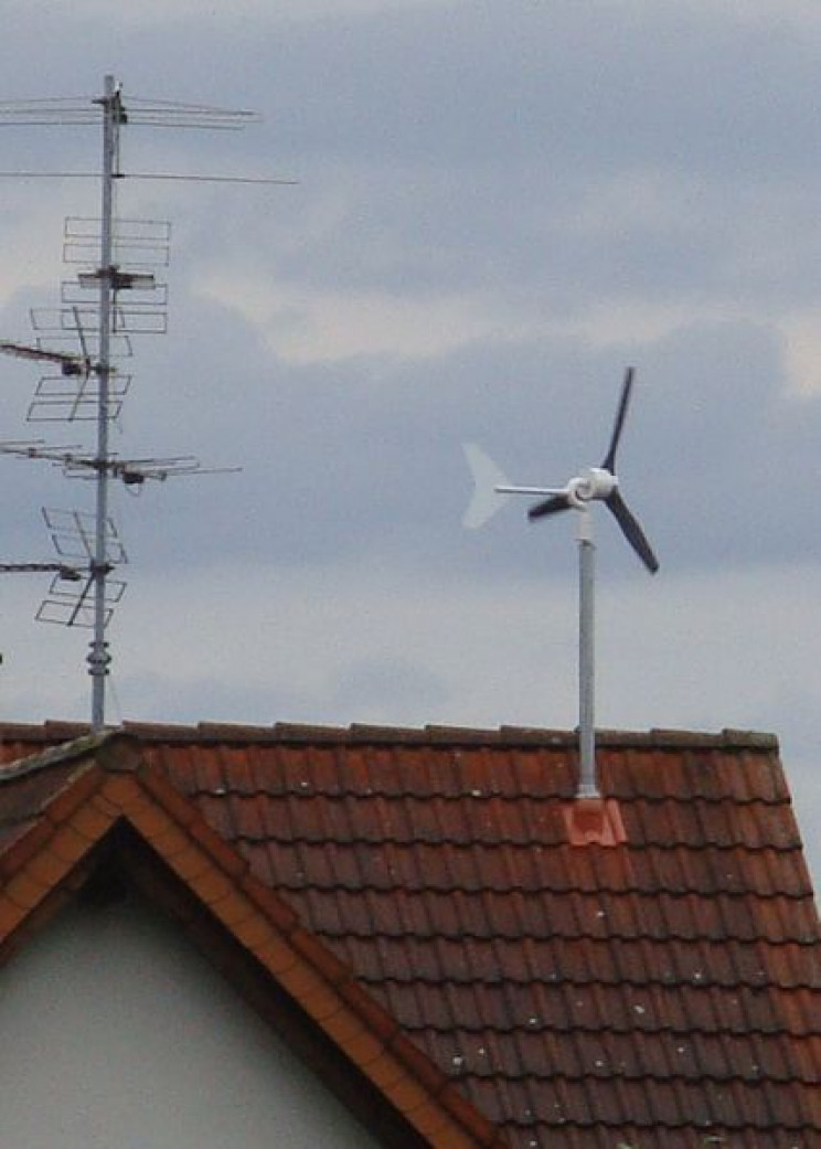 Roof-mounted wind turbines
