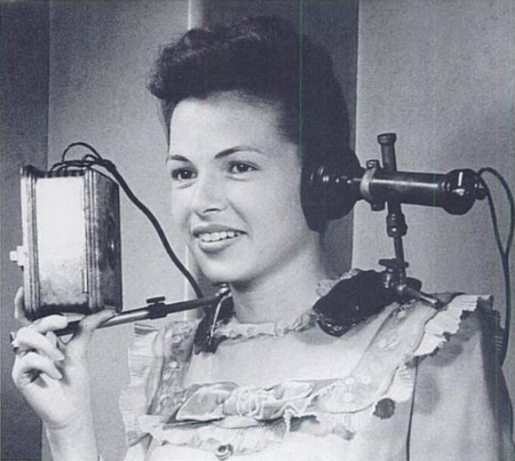 headphones history first