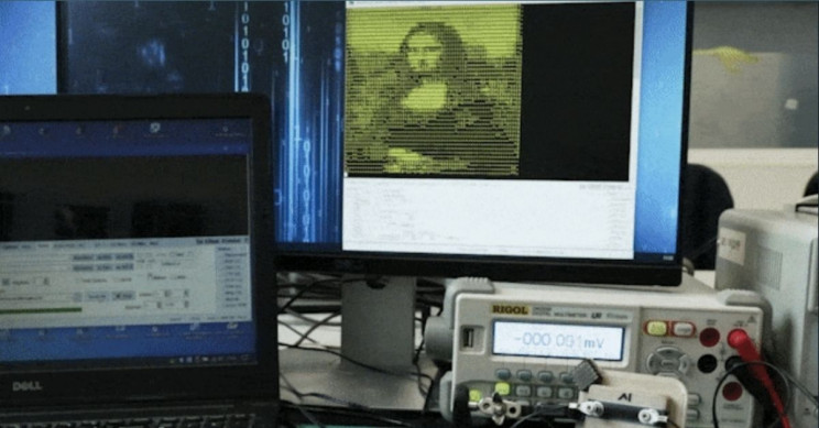 Mona Lisa Portrayed on Screen by 3D-Printed Plastic Transmitter