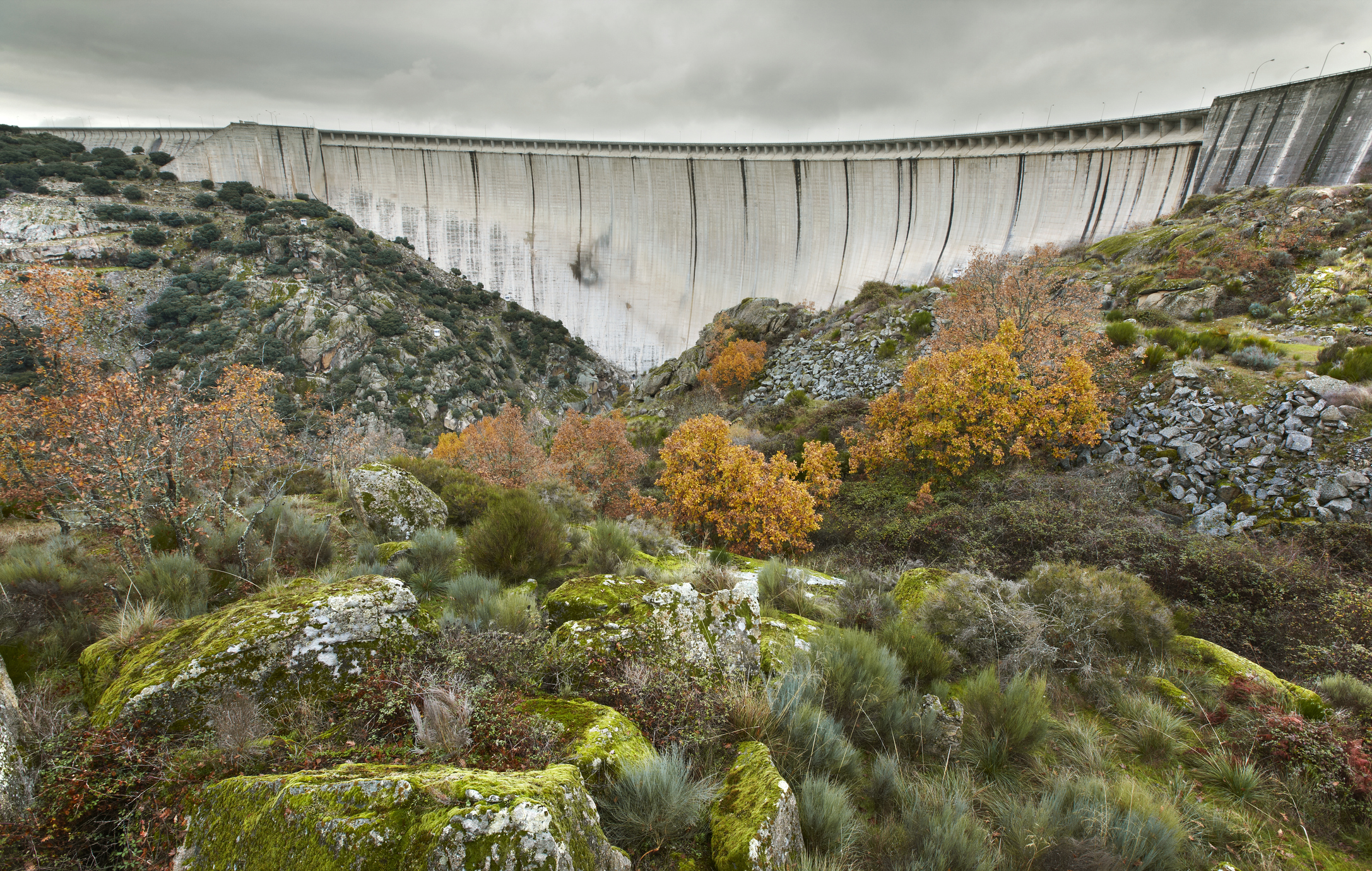 Almendra dam in Salamanca, Spain dispersing water