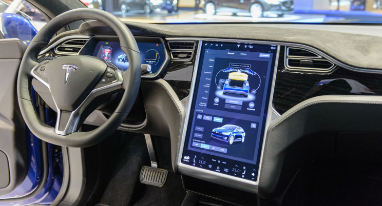 Senator Wants Tesla to Make Safety Fixes to Autopilot