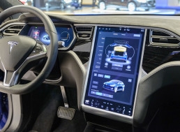 Senator Wants Tesla to Make Safety Fixes to Autopilot