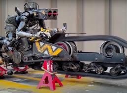 Artist Builds Steampunk RC Trike With Animatronic Robot Rider