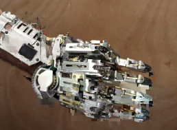 Man Invents Mechanical Arm to Replace His Four Digits and It's Straight Out of a Sci-Fi Film