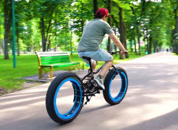 Engineer Removes the Entire Hub From His Bicycle, and It Still Works