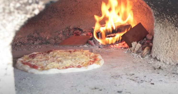 diy pizza oven make a pizza