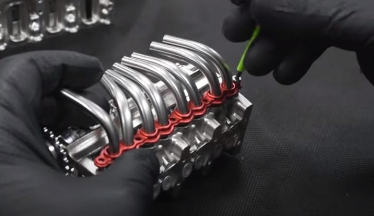 v4 engine manifold camshaft