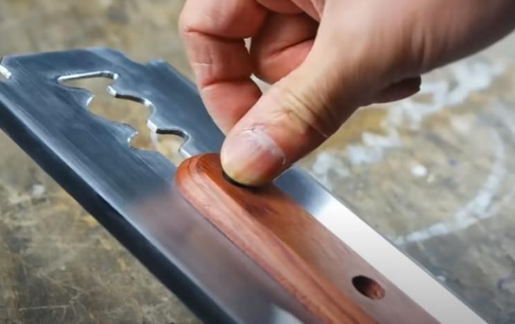 diy giant razorblade handle assembly