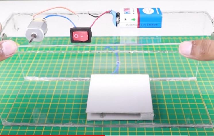 diy mouse trap glue lid