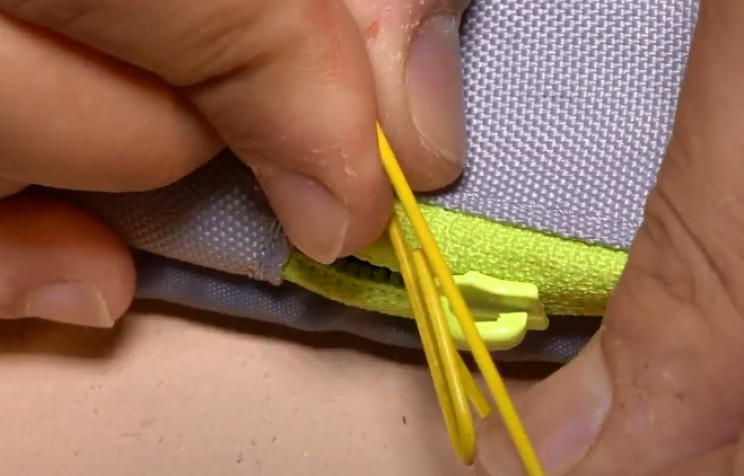everyday uses of paperclips zipper