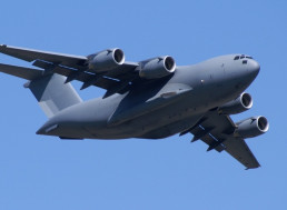 Watch this Hulking Cargo Plane Maneuver Through the Sky in Brisbane, Australia