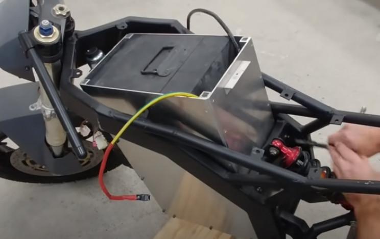 diy streetfighter bike battery mount