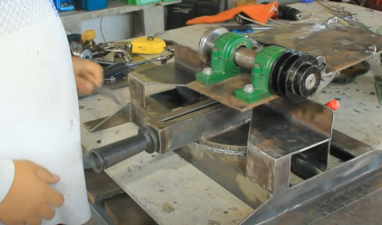 miter table saw combo handle