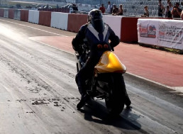 Forklift-Powered Electric Hayabusa Does the Quarter Mile Faster Than a Bugatti Chiron