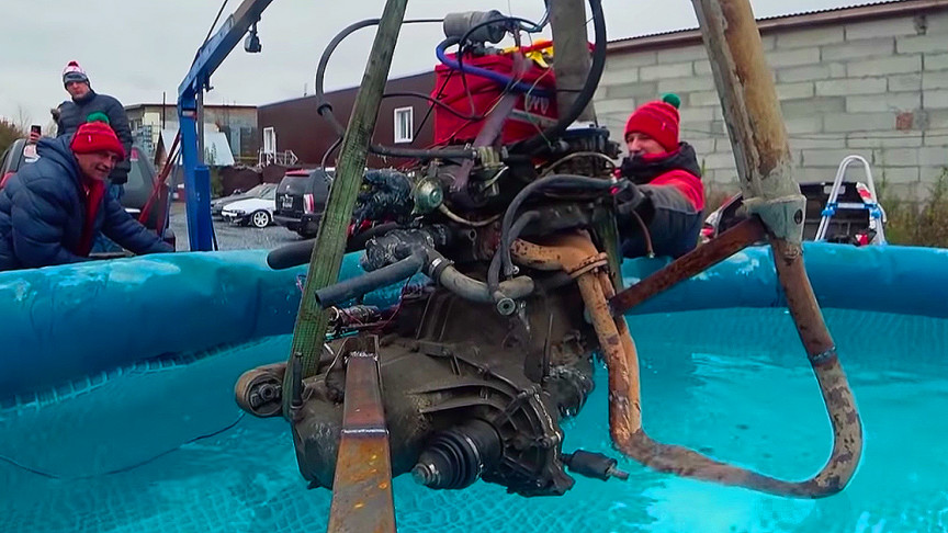 Russian Mechanics Test How Long Gasoline Engine Can Work Underwater