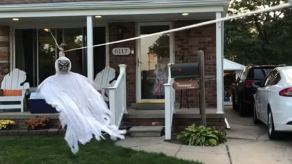 Zipline-Ghost Serves Trick or Treaters While Social Distancing