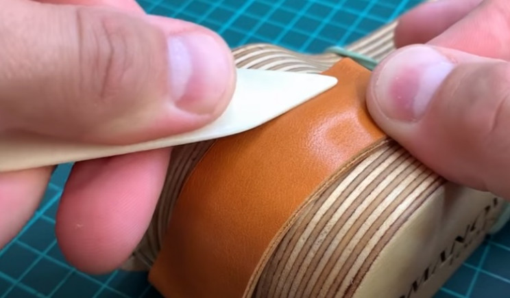 diy leather watchstrap shaping